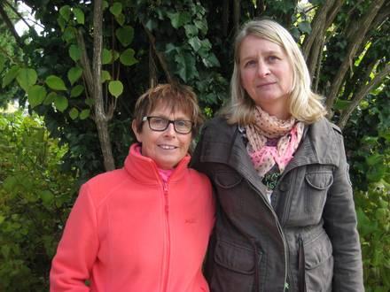 links Karin Deininger, rechts Regine Zernikow
